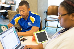 DARTS fellows help transfer or returning scholars with tutoring support and more.